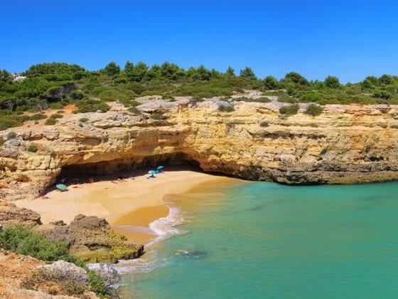cuando pienses en el algarve seguramente pienses en un destino vacacional tpico de verano turismo de sol playa y pueblecitos y pequeas ciudades