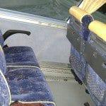 Interior en azul y amarillo de autobus de autna